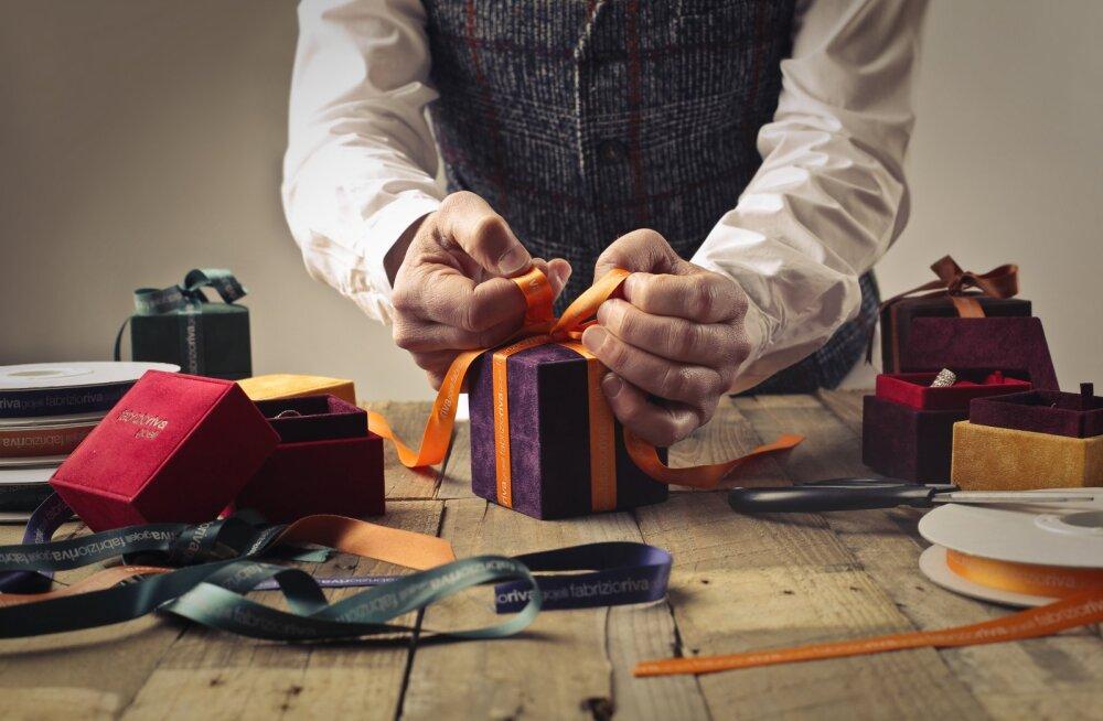 6 способов не разориться на новогодних подарках