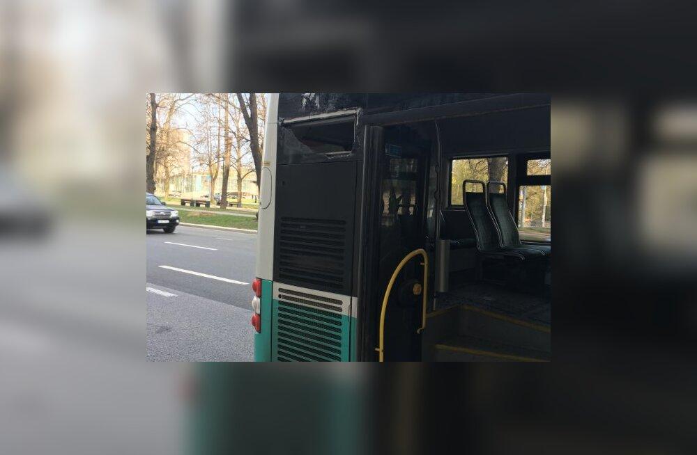 Buss sõitis Tallinna kesklinnas teisele bussile tagant sisse
