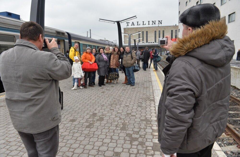 Vene turistid saabuvad Peterburist rongiga