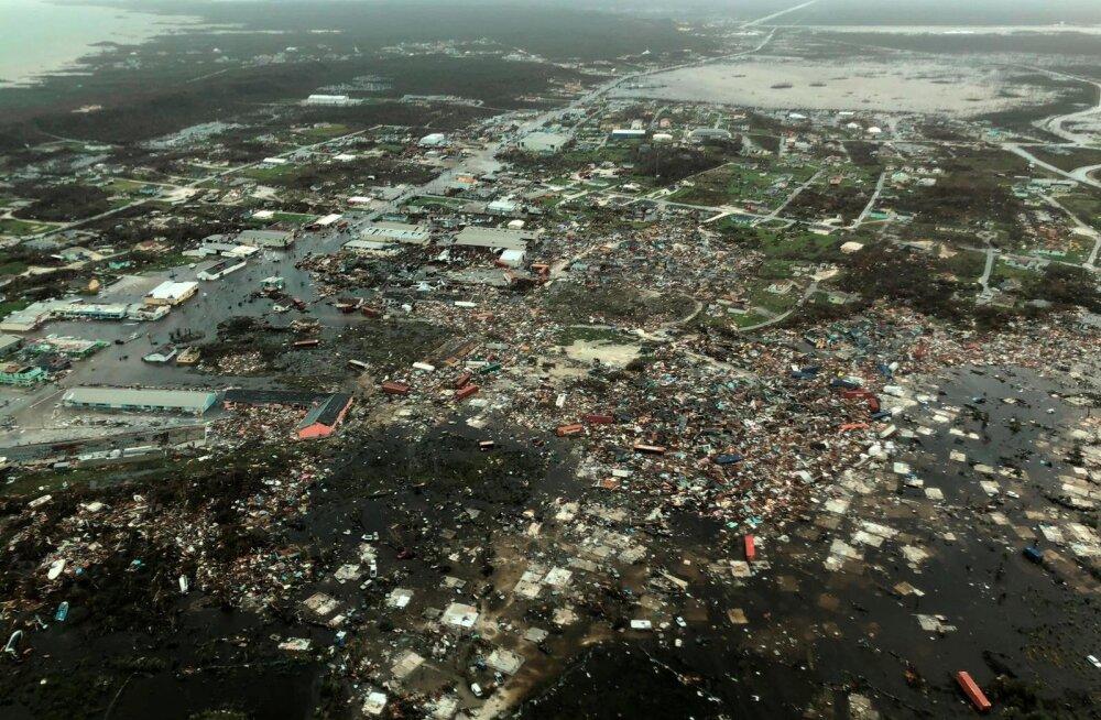 """ФОТО   Число жертв урагана """"Дориан"""" на Багамах выросло до семи, дома на островах разрушены и затоплены"""