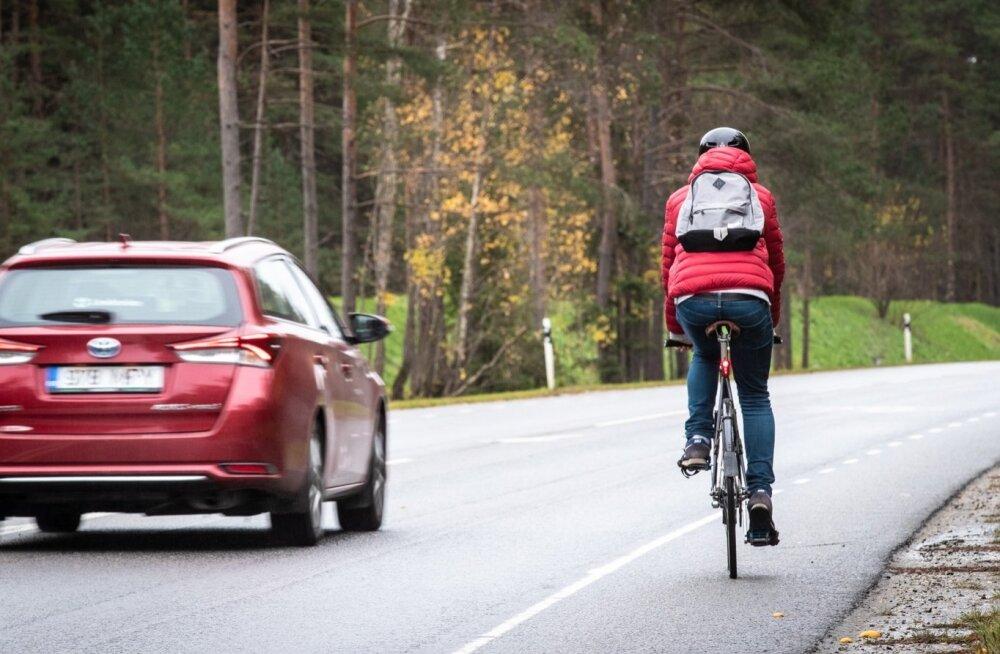 Jalgrattur maanteel