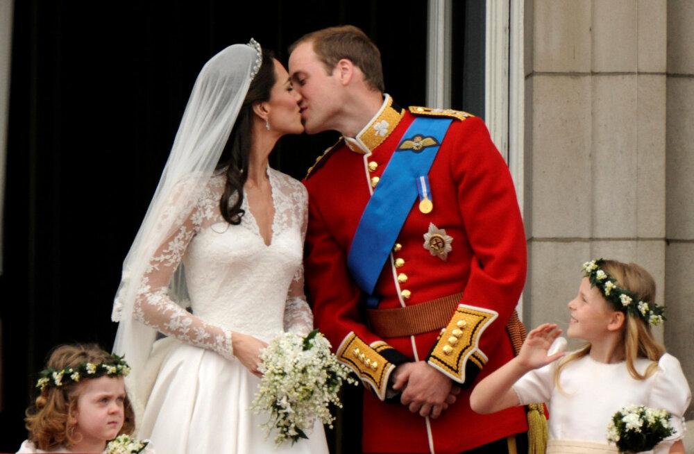 FOTO | Kas näed? Catherine'i ja Williami pulmafotol oli paljastav detail, mida märkasid vaid kõige suuremad fännid