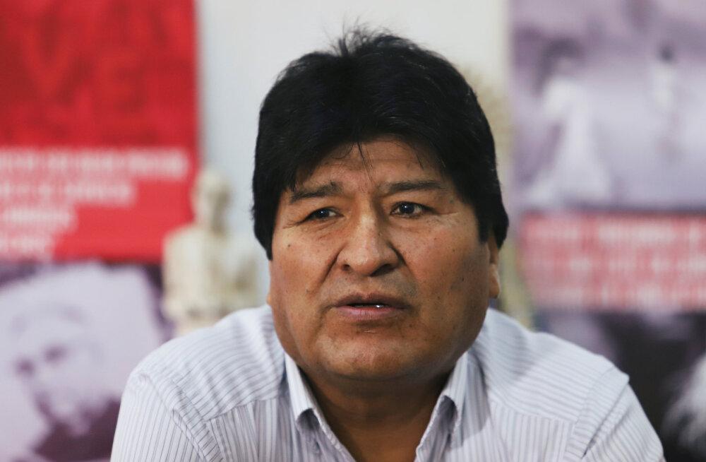 Boliivia maapaos ekspresident Morales kutsus raadios relvarühmitusi moodustama