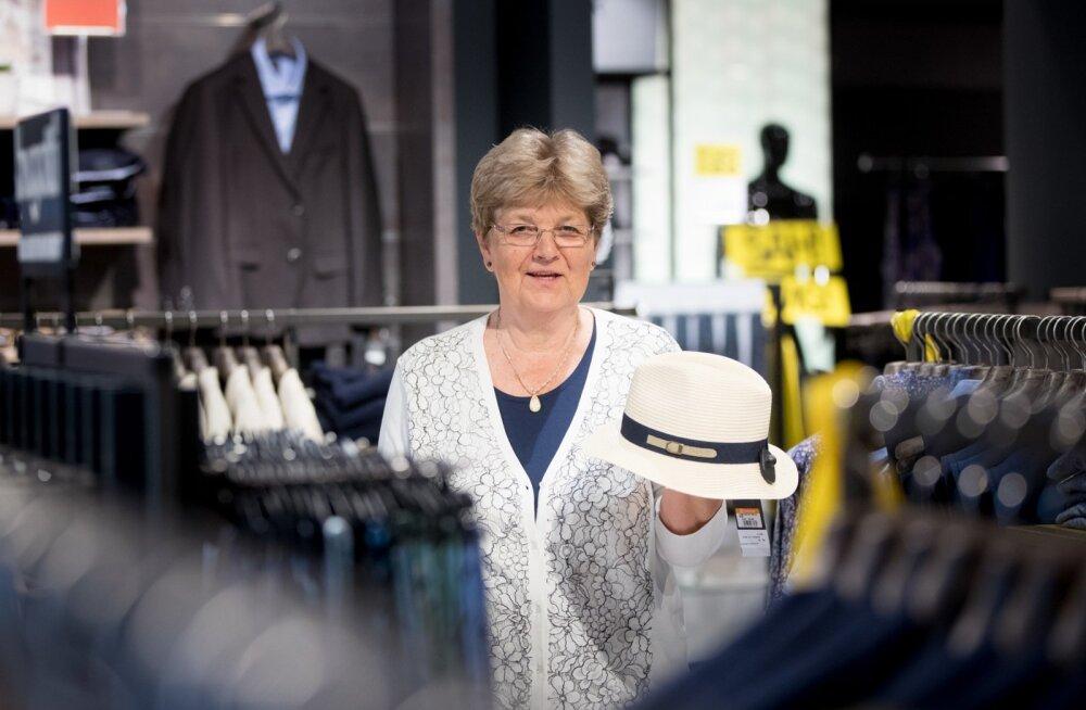 Marika Kaljas on jäänud truuks meesteosakonnale, kus ta 52 aastat tagasi oma Kaubamaja-elu alustas.