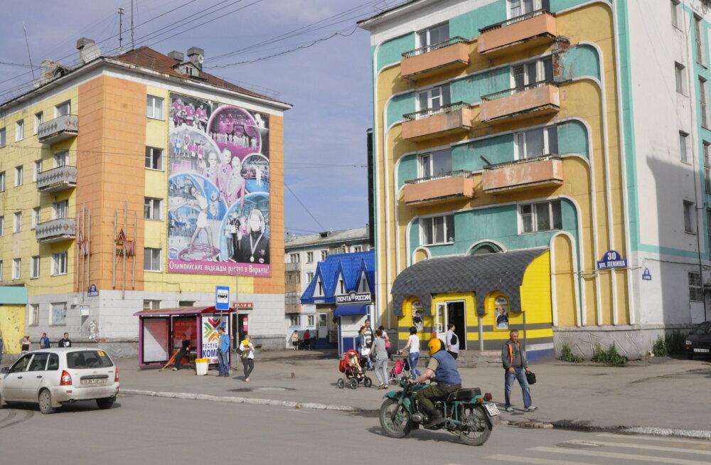 Värviliseks värvitud majad Vorkuta kesklinnas on Vassili Trošini kätetöö, kes linnaarhitektina tahtis niimoodi veidigi tõsta elanike meeleolu. Hiljem kasutati seda võtet ka teistes Venemaa depressiivsetes Põhjala linnades.
