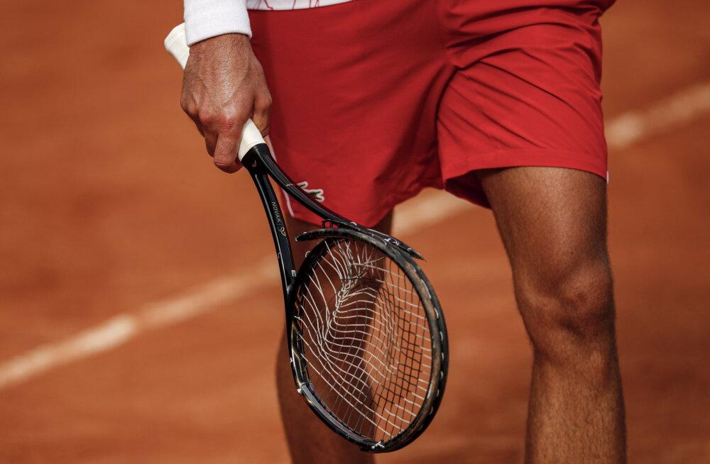 VIDEO | Reketi lõhkumise eest hoiatuse saanud Djokovic mängib täna Roomas turniirivõidu ja rekordi peale