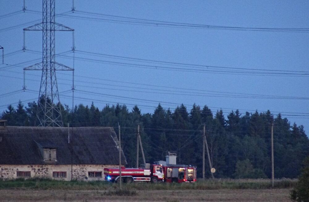FOTO | Saku vallas lendas väidetavalt kuumaõhupall kõrgepingeliinidesse ja tekitas kulupõlengu