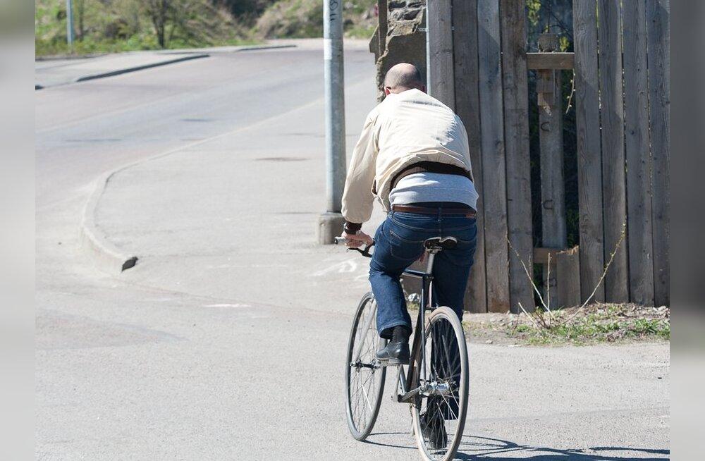 Liikluses sai viga neli jalgratturit ja üks rulluisutaja