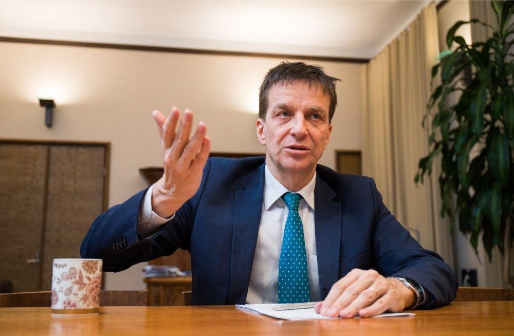 Ardo Hansson ütleb, et Eesti valitsus käitub oma eelarvepoliitikas talupojatarkusele risti vastupidi..