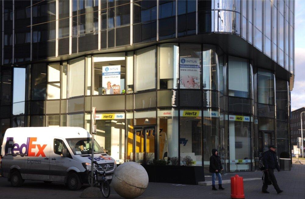 Intus HLÜ akendel ei reklaamita enam privaatpangandust.