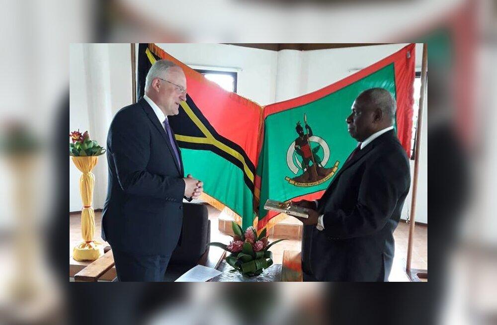 FOTO | Eesti suursaadik Austraalias Andres Unga andis üle volikirja Vanuatu presidendile