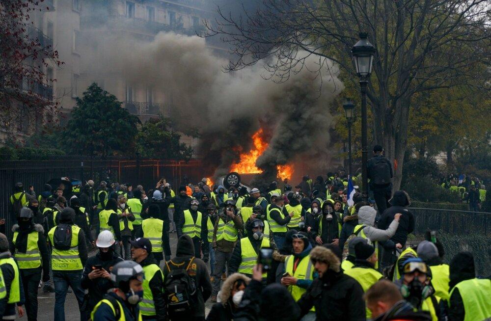 Pariisi kollaste vestide protest