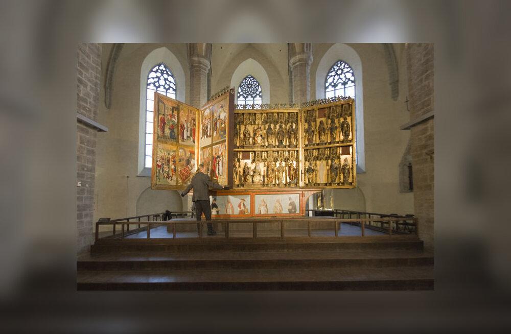 Nüüd võib tugitoolist tõusmata uurida Niguliste altari saladusi
