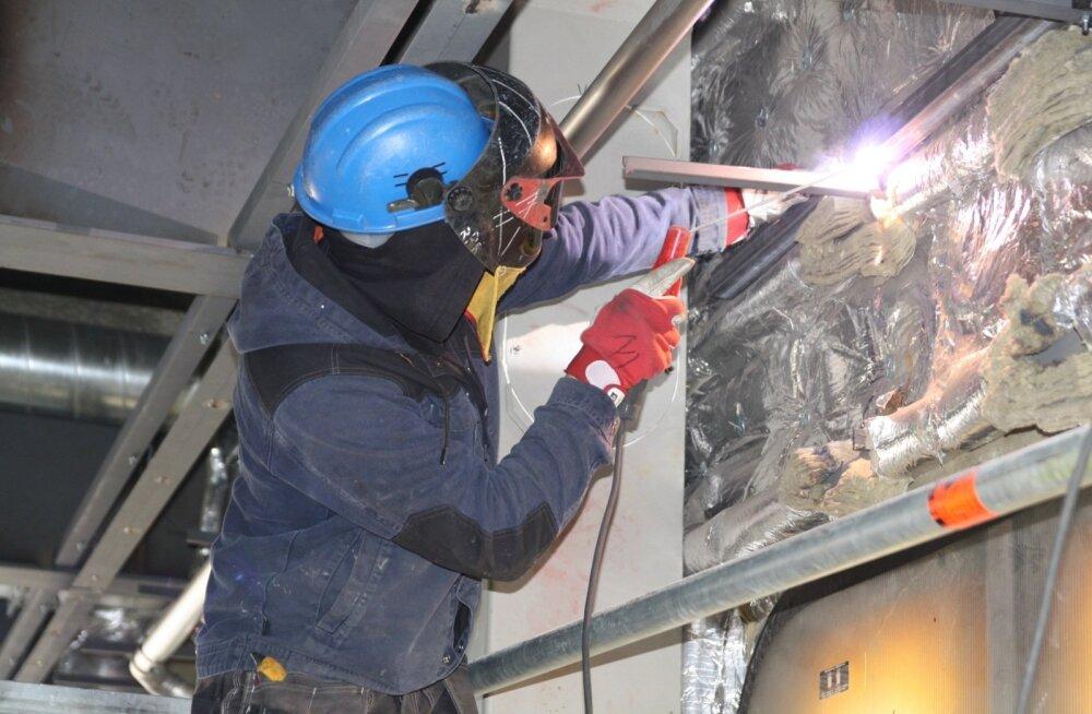 Turu tehases keevitajana töötava 38-aastase Marguse sõnul on laevaehitaja töö mitmekülgne ja huvitav.