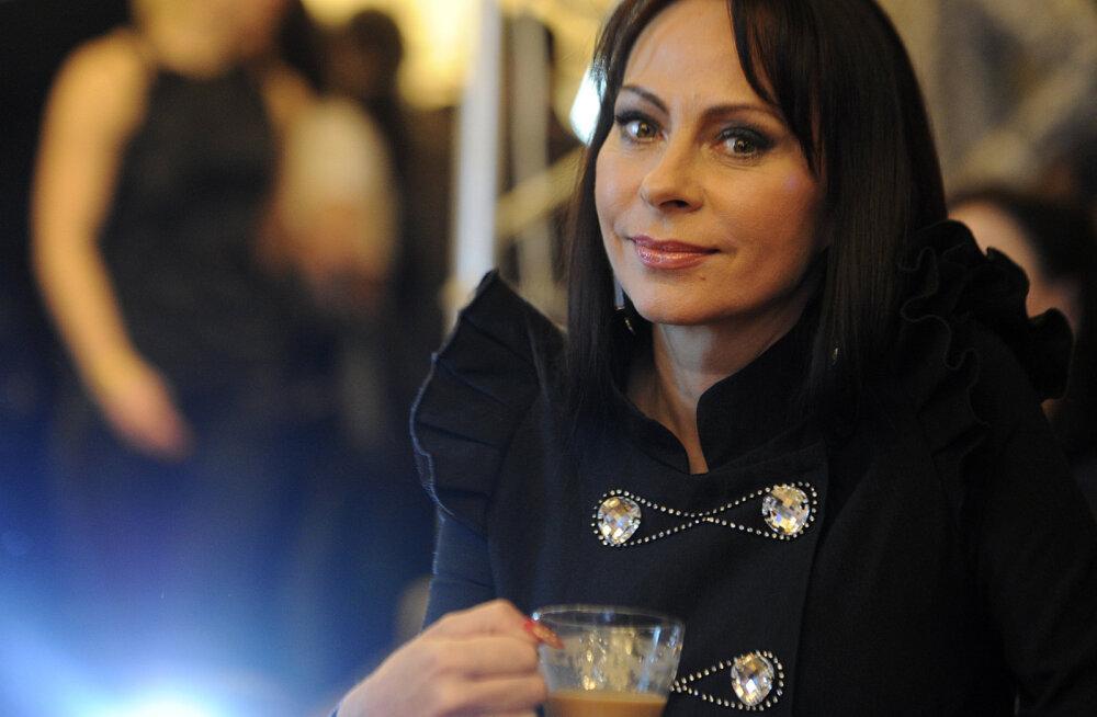 Armastatud Vene lauljanna Marina Khlebnikova tunnistab, et kannatab ravimatu haiguse käes: kaasa toitis mind lusikaga