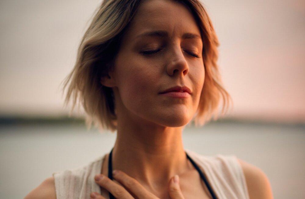 Ärevus kasvab üle pea? Need kolm hingamisharjutust tõesti aitavad