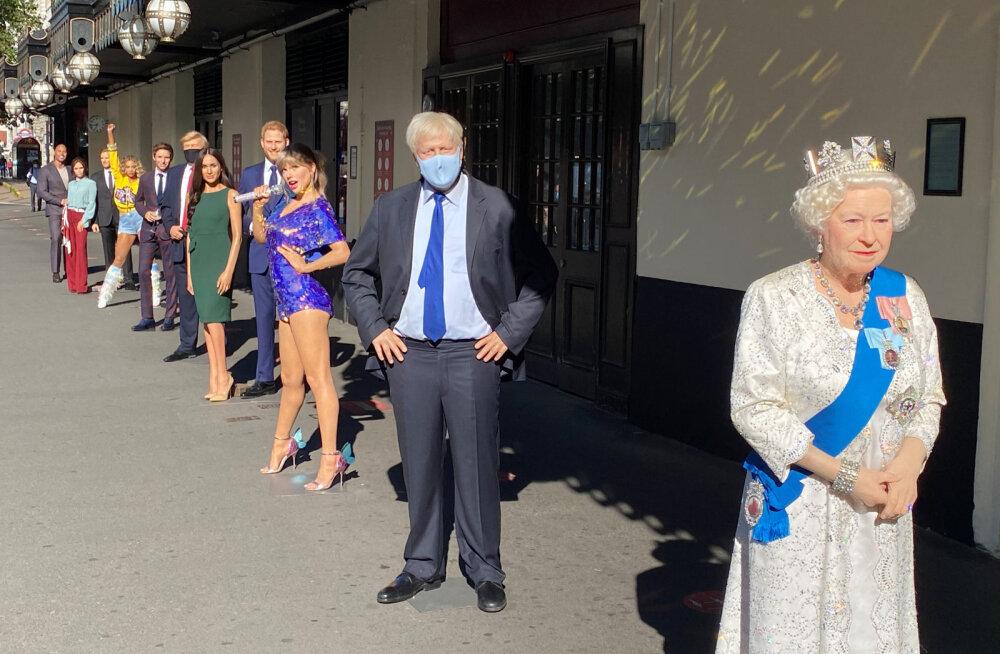 Первой в очереди стояла британская королева Елизавета II, за ней премьер-министр Борис Джонсон, американская певица Тейлор Свифт, герцог и герцогиня Сассекские, президент США Дональд Трамп, певица Бейонсе, Дэвид и Виктория Бэкхем и другие