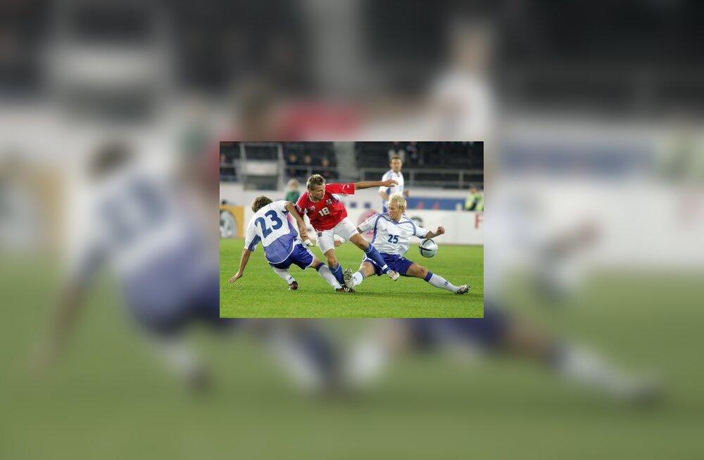 Soome jalgpallurid võitluses Marek Heinziga
