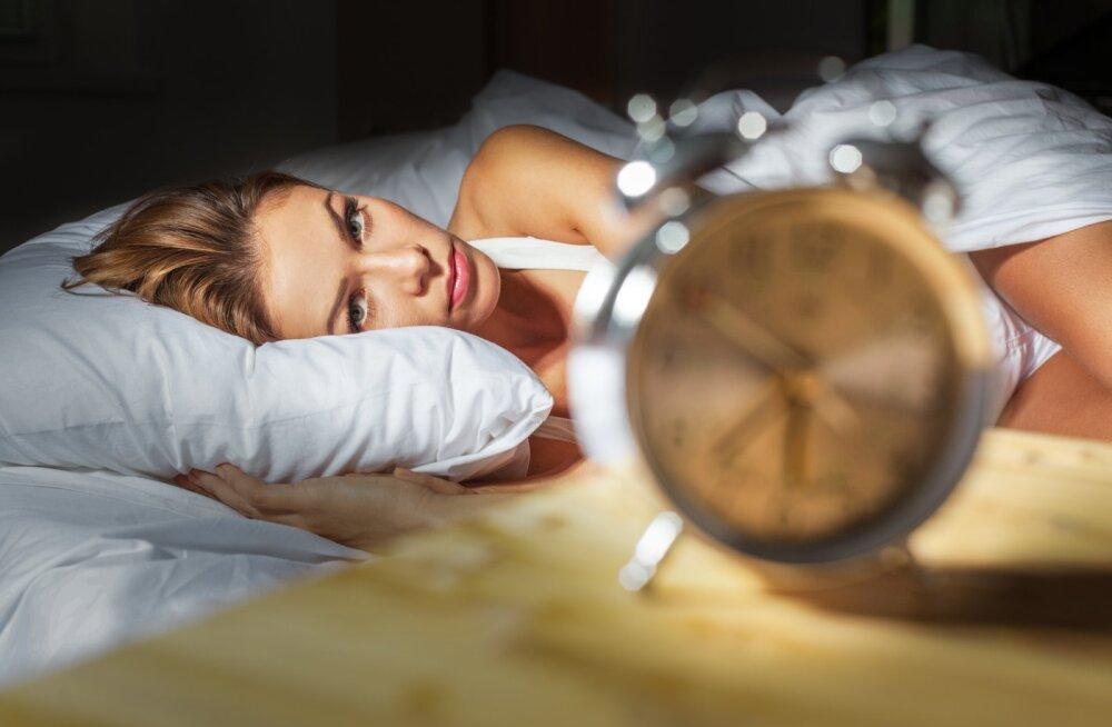 Unespetsialist selgitab: millest tekivad une ja ärkveloleku rütmihäired ning kuidas neid leevendada