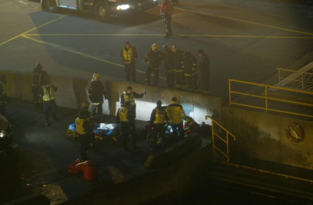 FOTOD SÜNDMUSKOHALT: Tallinna sadamas hukkus laeva ja kai vahele kukkunud sadamatöötaja