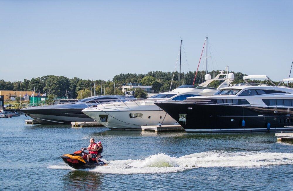 Mitme miljoni eurosed välismaised kaatrid Kakumäe Haveni sadamas.