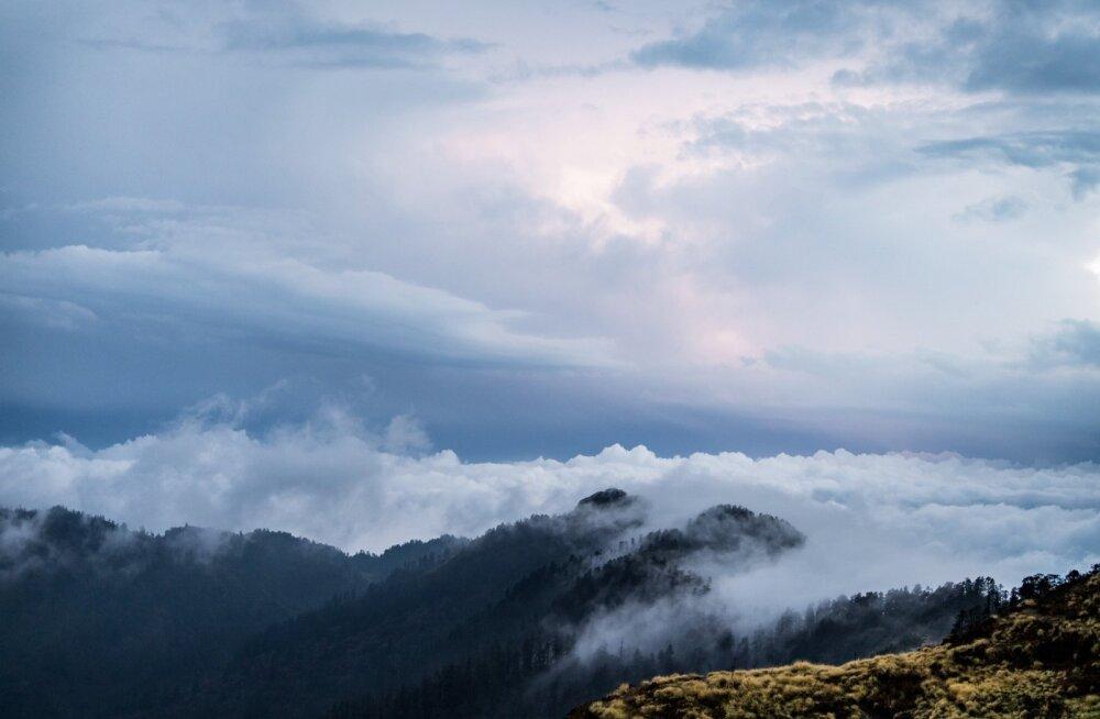 Voolavad pilved Himaalajas
