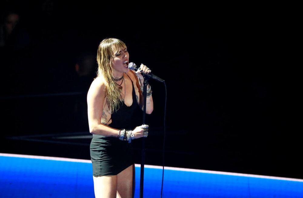 """Kõik välja: Miley Cyrusi MTV galaõhtu etteaste """"Slide Away"""" räägib abielulahutusest Liam Hemsworthiga"""