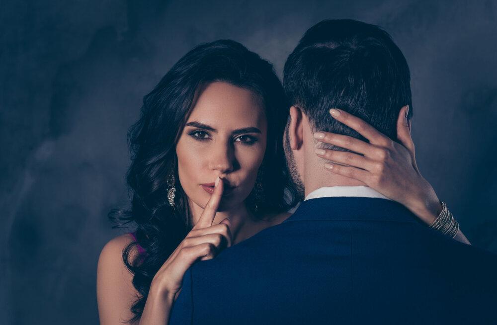 """""""Mu abikaasa lõpetas oma afääri teise naisega, aga ma ei suuda unustada tema räpast saladust ja neid pilte..."""""""