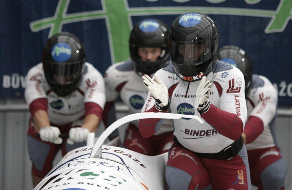 Läti bobimeeskond Siguldas. Tulevikus võivad lätlased kodukamaral ka olümpiamedalite eest võidelda.