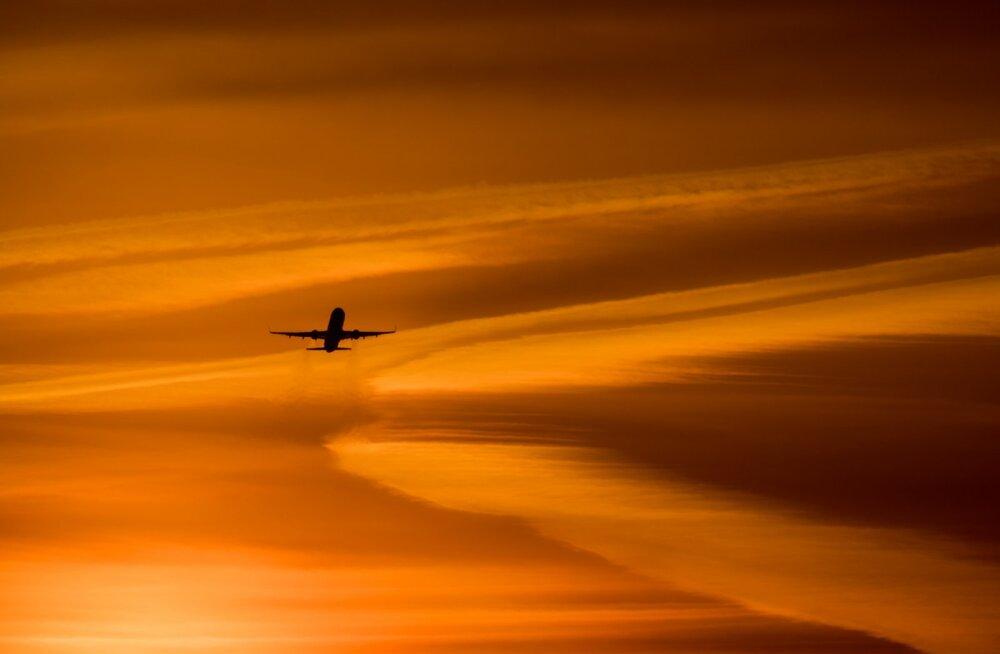 HELIKLIPP | Kahe Arizona kohal lennanud reisilennuki piloodid nägid seletamatut heledat objekti