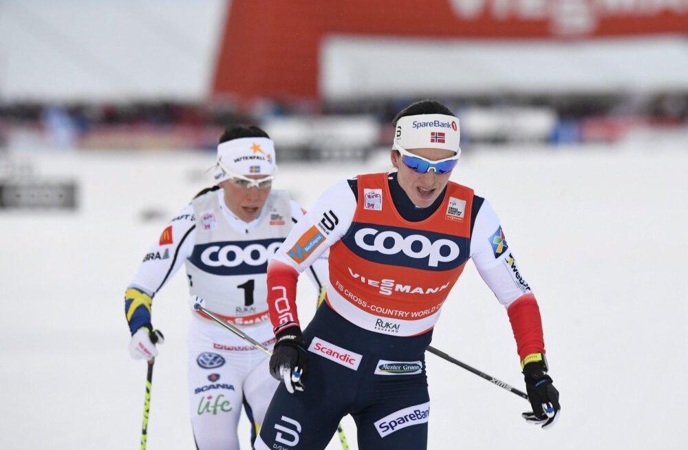 Rootslanna Charlotte Kalla ja norralanna Marit Björgen