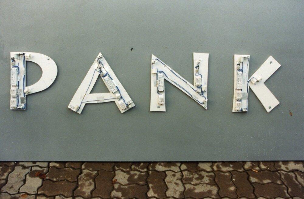 Uuring: millises Eesti piirkonnas suhtuvad elanikud suurpankadesse kõige suurema umbusuga