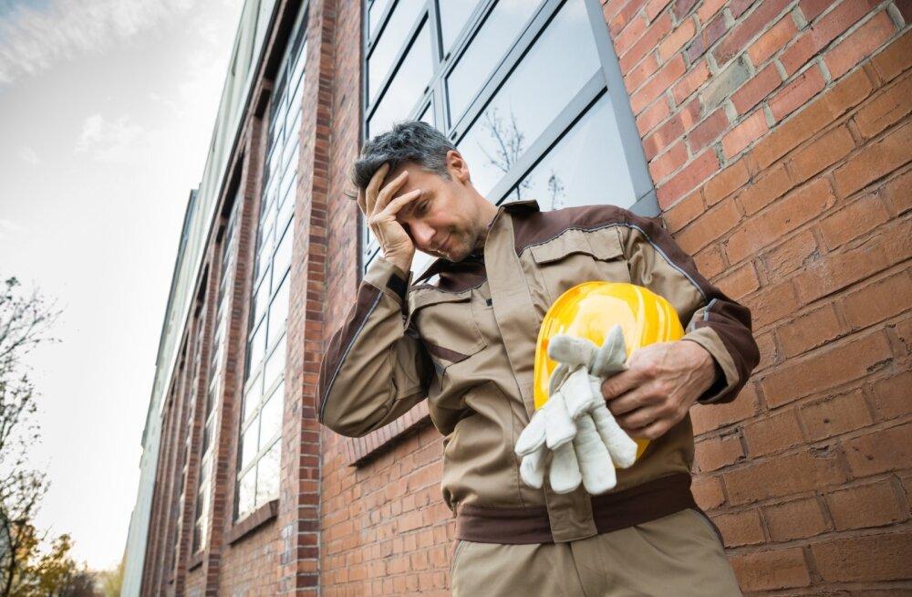 Окна не по размеру, проемы разбиты: клиенты обвиняют фирму в нарушении договора