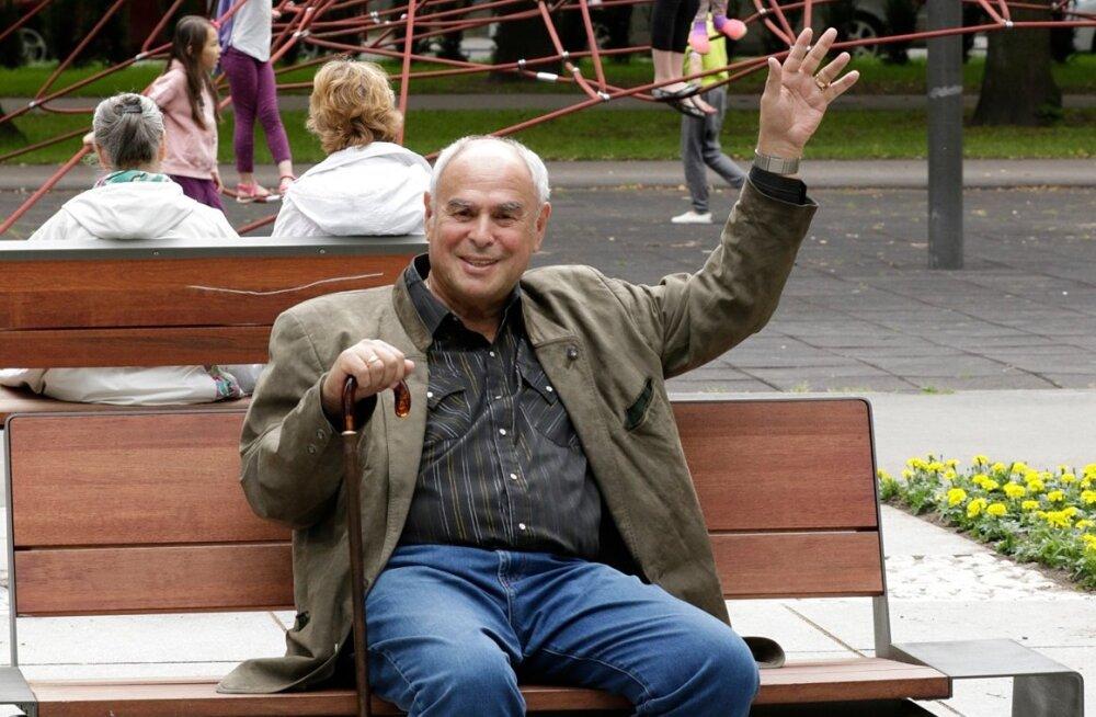 Tallinnas Politseipargis armastab Eri Klas istuda ühel kindlal pingil, kust avaneb vaade kogu tema lapsepõlvele.