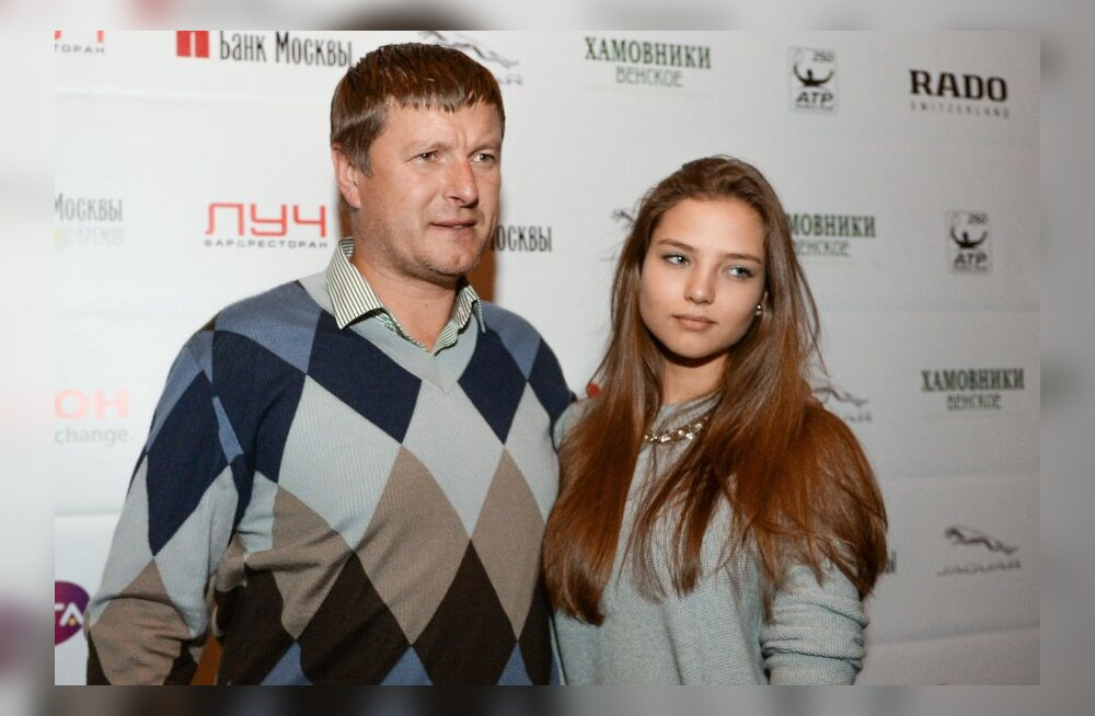 ФОТО: Евгений Кафельников прокомментировал интернет-славу своей дочери