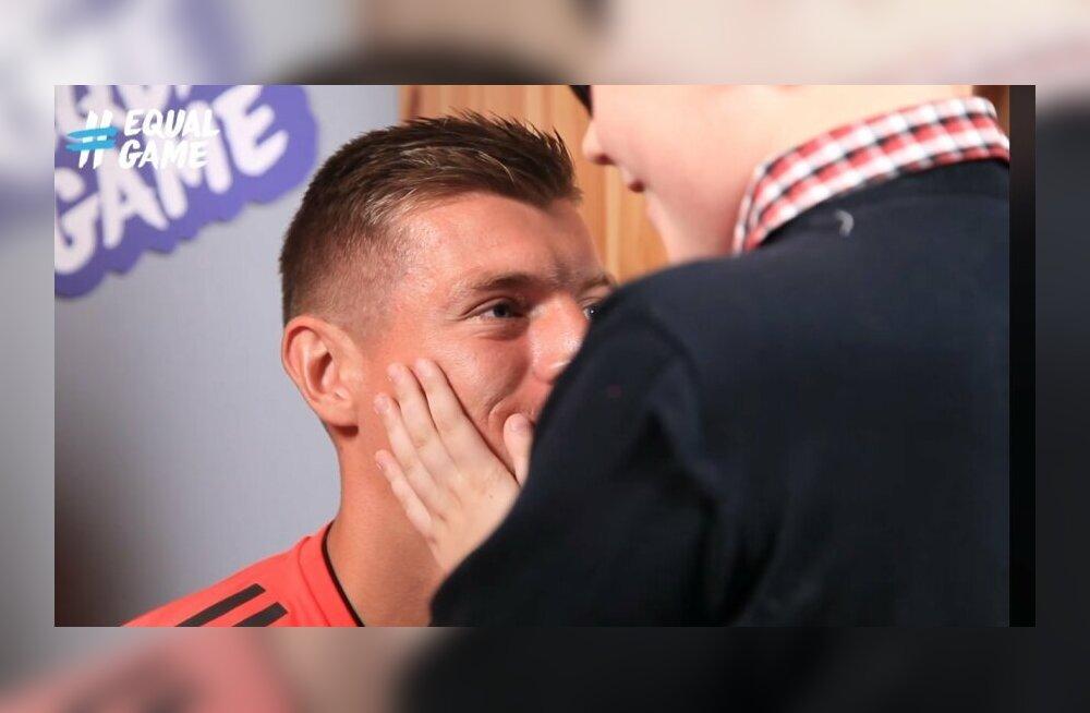 VIDEO | Täna täpselt aasta tagasi: pime Eesti poiss sai Madridi Reali superstaariga tuttavaks