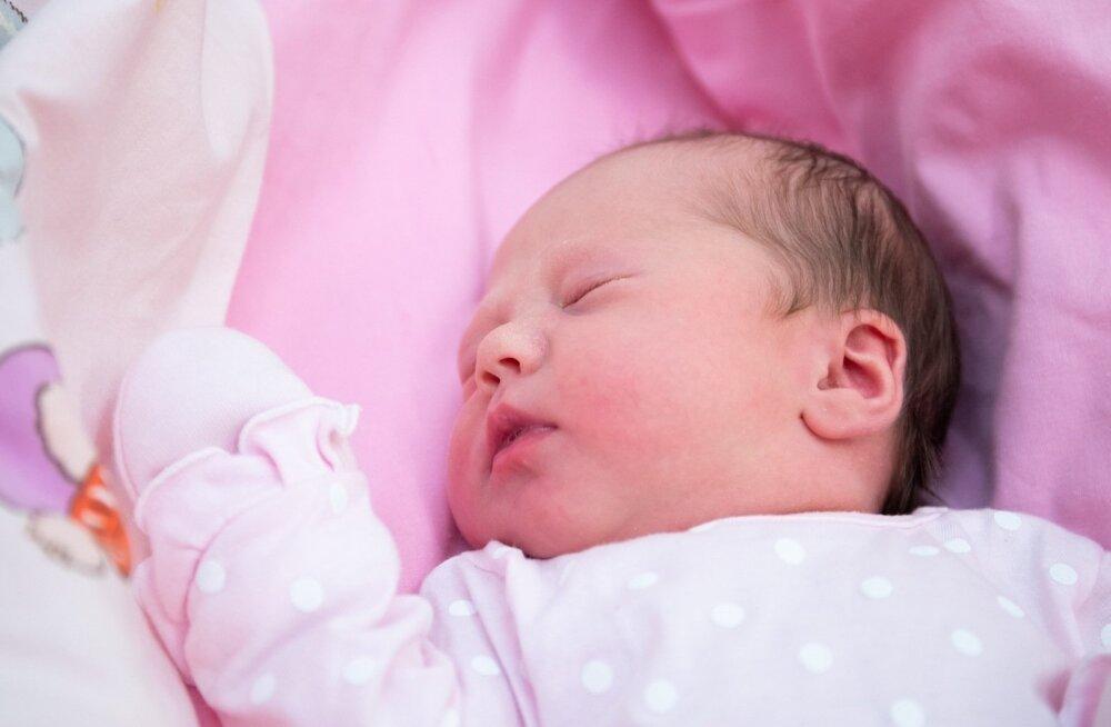 До Таллинна не довезли: сегодня ночью ребенок родился прямо в карете скорой помощи