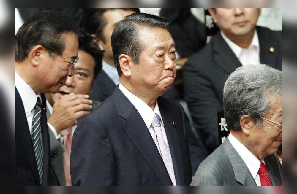 51 parlamendiliiget eesotsas fraktsiooni juhiga lahkus Jaapani valitsusparteist