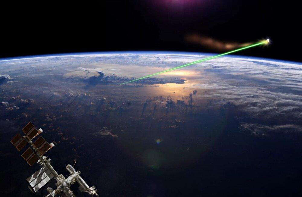 Kunstniku kujutus sellest, kuidas laseriga kosmoseprügi hävitada