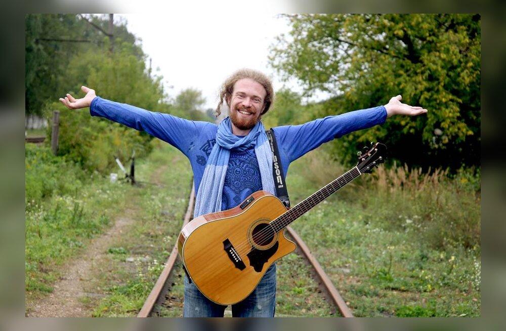 """Невероятная история: как бывший бухгалтер и уличный музыкант из Риги стал участником """"Голоса"""""""