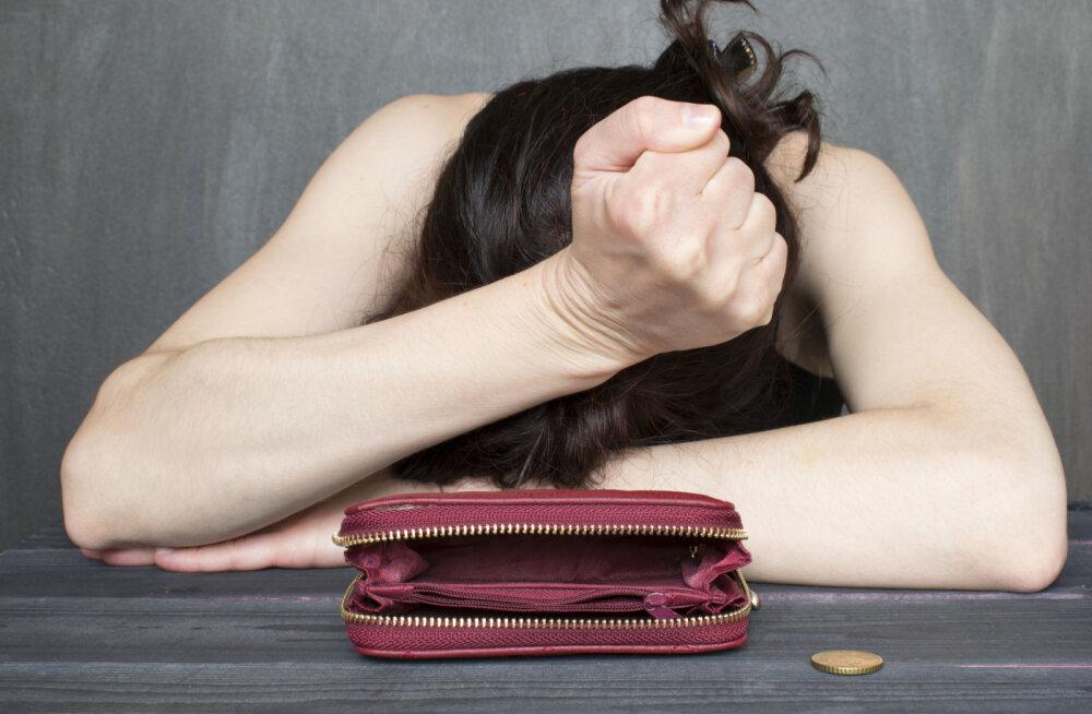 Naine küsib: kas mul on õigus mehe peale pahane olla, kui ta ei teeni piisavalt raha, et peret ülal pidada?
