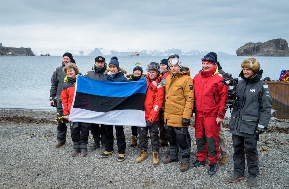 """ФОТО: """"Климатические изменения — это общая проблема"""". Керсти Кальюлайд прибыла в Антарктиду"""