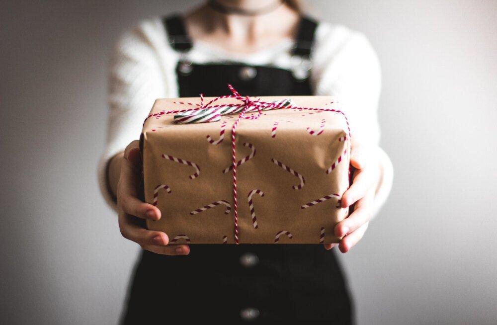 Naine pahandab: elukaaslase perekond küsib jõuluks kalleid kinke, mida muidu endale lubada ei saa, aga hea palga peal vend ju võib kinkida küll