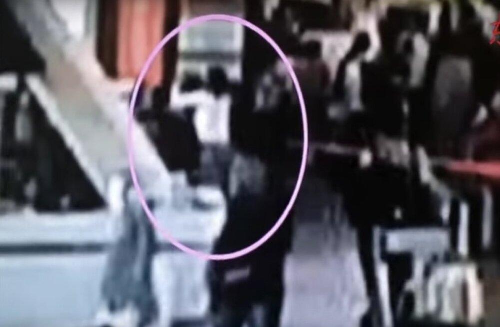VIDEO: Avaldati salvestus Kim Jong-nami tapmisest, Malaisia kutsus saadiku Põhja-Koreast tagasi