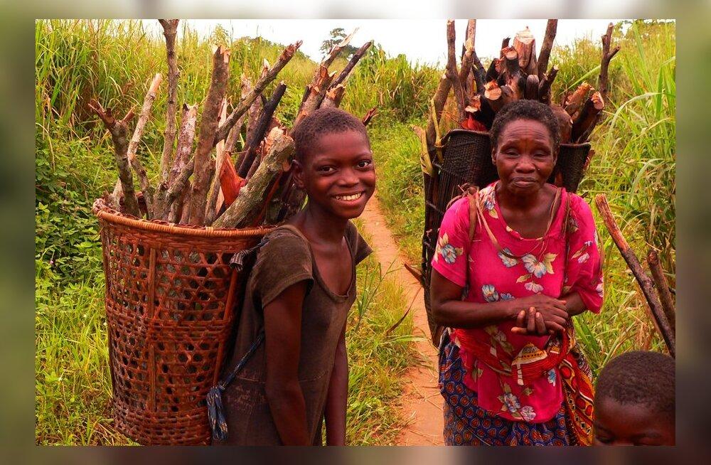 Ja nii elatakse Eestist 55 korda vaesemas Kongos (kus sõduril on voli külanaisi vägistada)