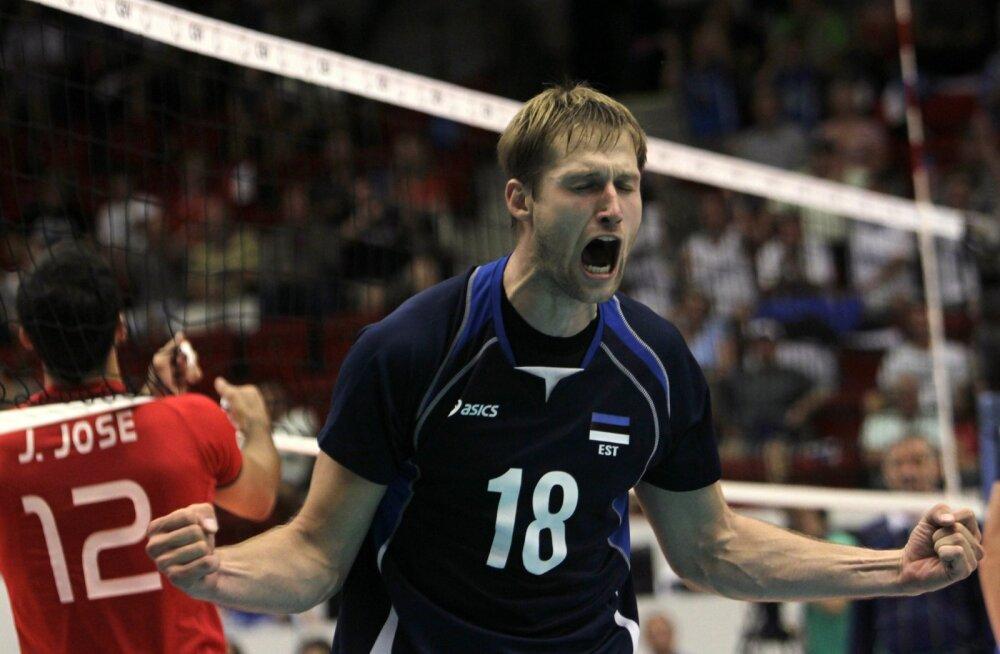 Üks paljudest Jaanus Nõmmsalu karjääri tipphetkedest, kui 2011. aastal saavutas Eesti koondis Portugali vastu mängides EM-i finaalturniiridel ajaloo esimese võidu ja pääses alagrupist edasi. Oli põhjust juubeldada.