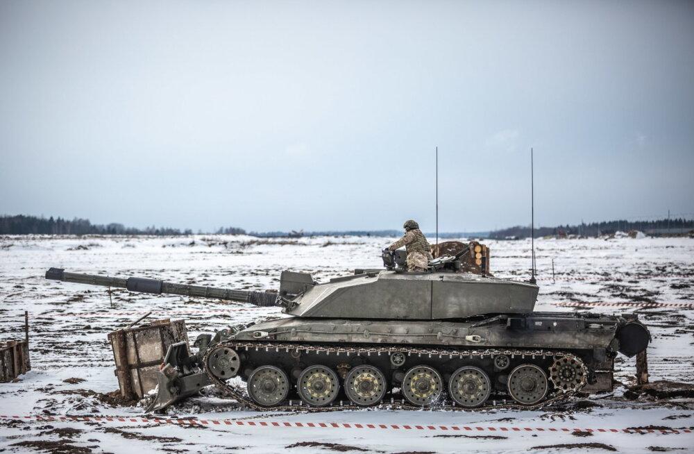 ВИДЕО: Военные инженеры проверили, на что способна тяжелая техника Сил обороны и союзников