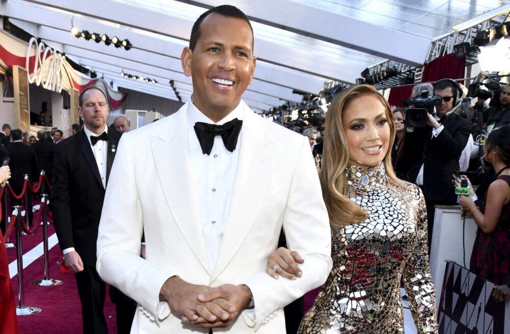 KLÕPS | Muinasjutuline hetk, mil Alex Rodriguez küsis Jennifer Lopezi kätt