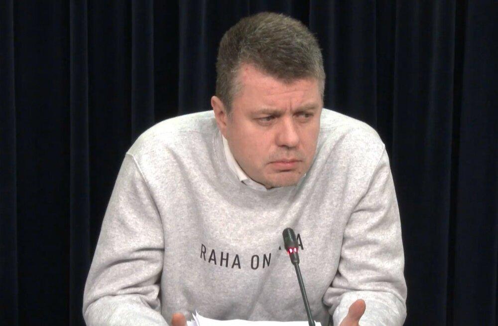 Raha on vaba! Välisminister Urmas Reinsalu võttis valitsuse pressikonverentsil sõnakat džemprit kandes eeskuju president Kersti Kaljulaidist
