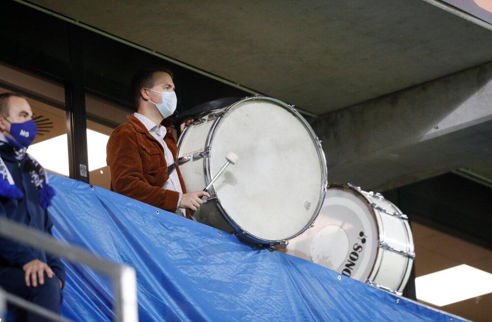 Pohlaku lahkumist nõudnud fänniplagu ei lubatud Lilleküla staadioni väravast sisse